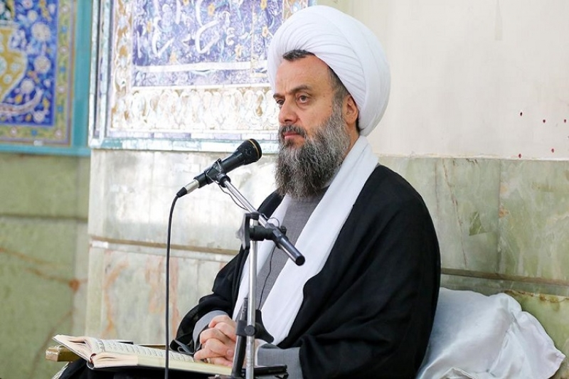 Ayatullah Hadavi Tehrani live on Instagram and Facebook Saturday to Wednesday